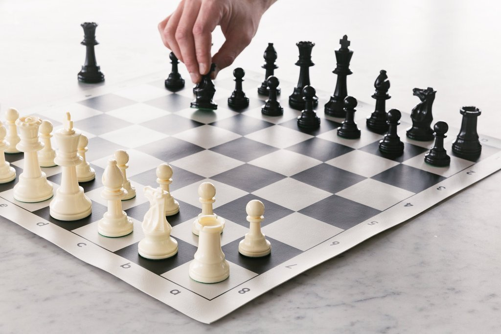How to play chess? - Hungarian Chess